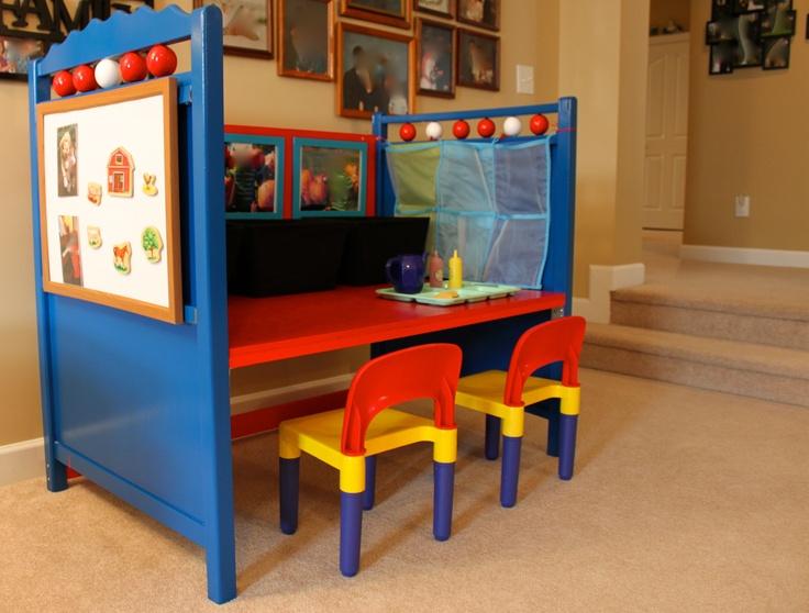 Reaproveitar berço para mesinha infantil azul e vermelha