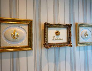 quarto de príncipe - parede listrada com quadros dourados