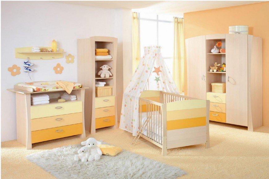 O lado bom da cor amarela é que poder ser usado tanto para menina ou para menino e pode ser montado antes também, caso já tenha certeza da cor.
