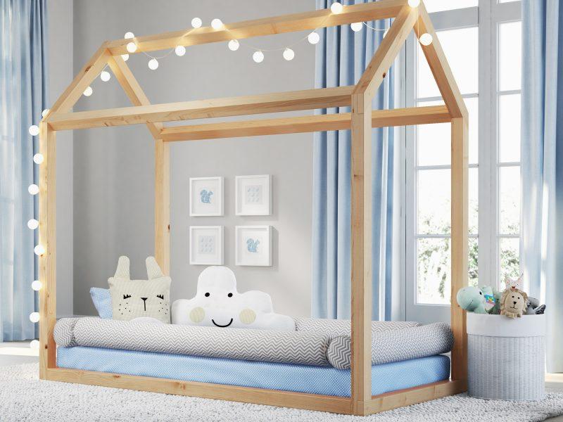 O fio de luz pode ser usado como abajur e combina com o amadeirado da cama casinha