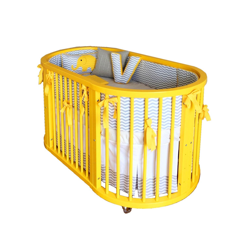 Berço amarelo garante quarto versátil e aconchegante Berço #C5A606 1500x1500